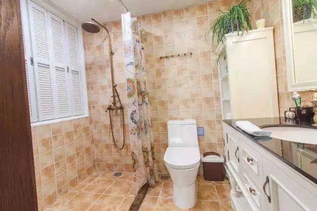 只需浴帘+挡水石,装出实用美观的卫生间!